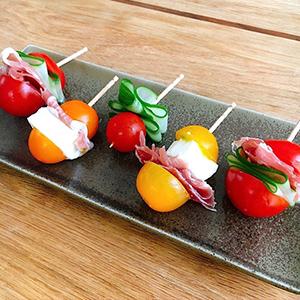 生ハムと夏野菜のピンチョス